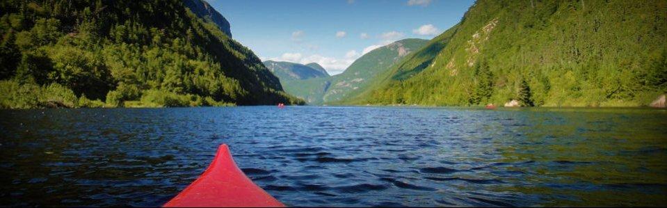 Kayak sur la rivière Malbaie dans le Parc des Hautes gorges